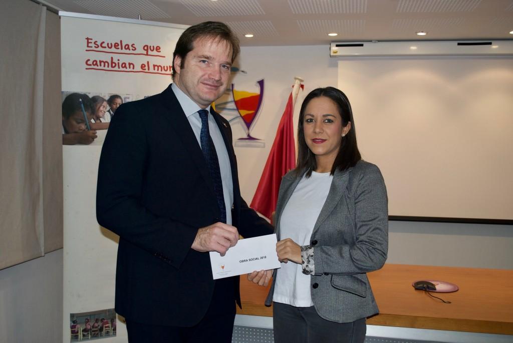 Carlos Treceño, presidente del Colegio Oficial de Farmacéuticos de Valladolid, y Noelia Peña, delegada de Entreculturas en Valladolid